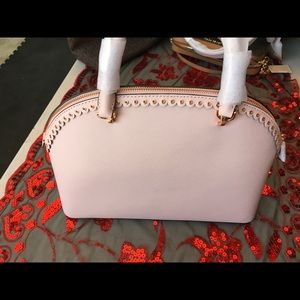 Hand/shoulders purse